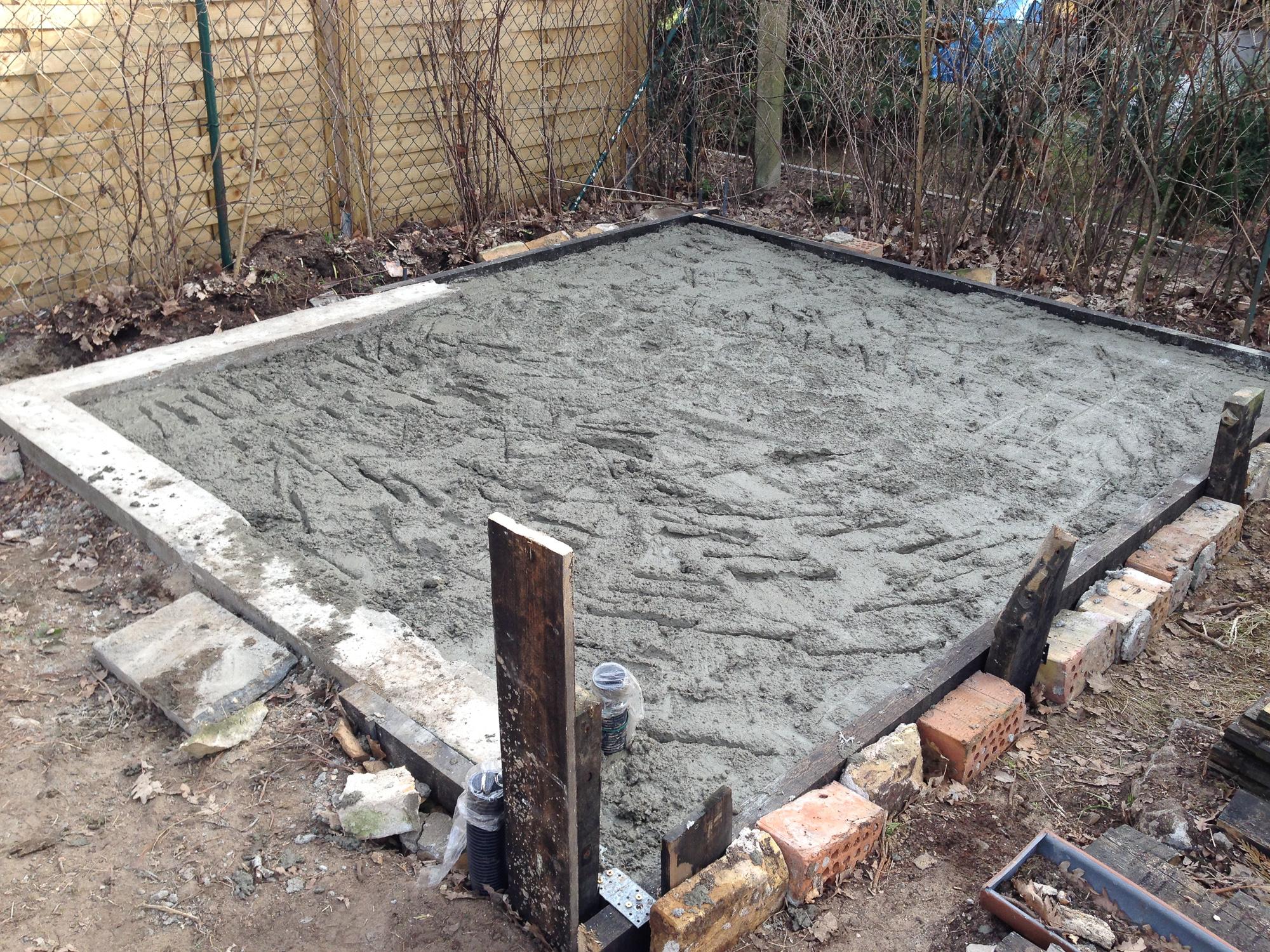 Betonreste der Bodenplatte
